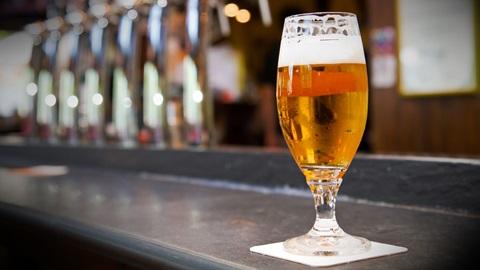 La cerveza sin, sí que tiene alcohol