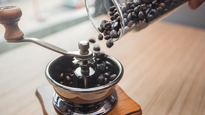 molinillo de cafe estilo antiguo