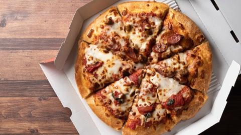 PFAS, sustancias químicas dañinas en el cartón de las pizzas y otros alimentos