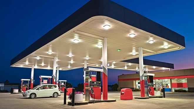 imagen-coche-repostando-gasolinera