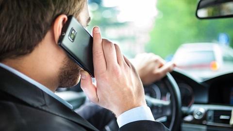 No uses el móvil conduciendo