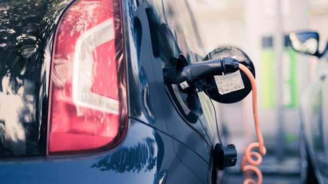 coche electrico recarga calle exterior VW up