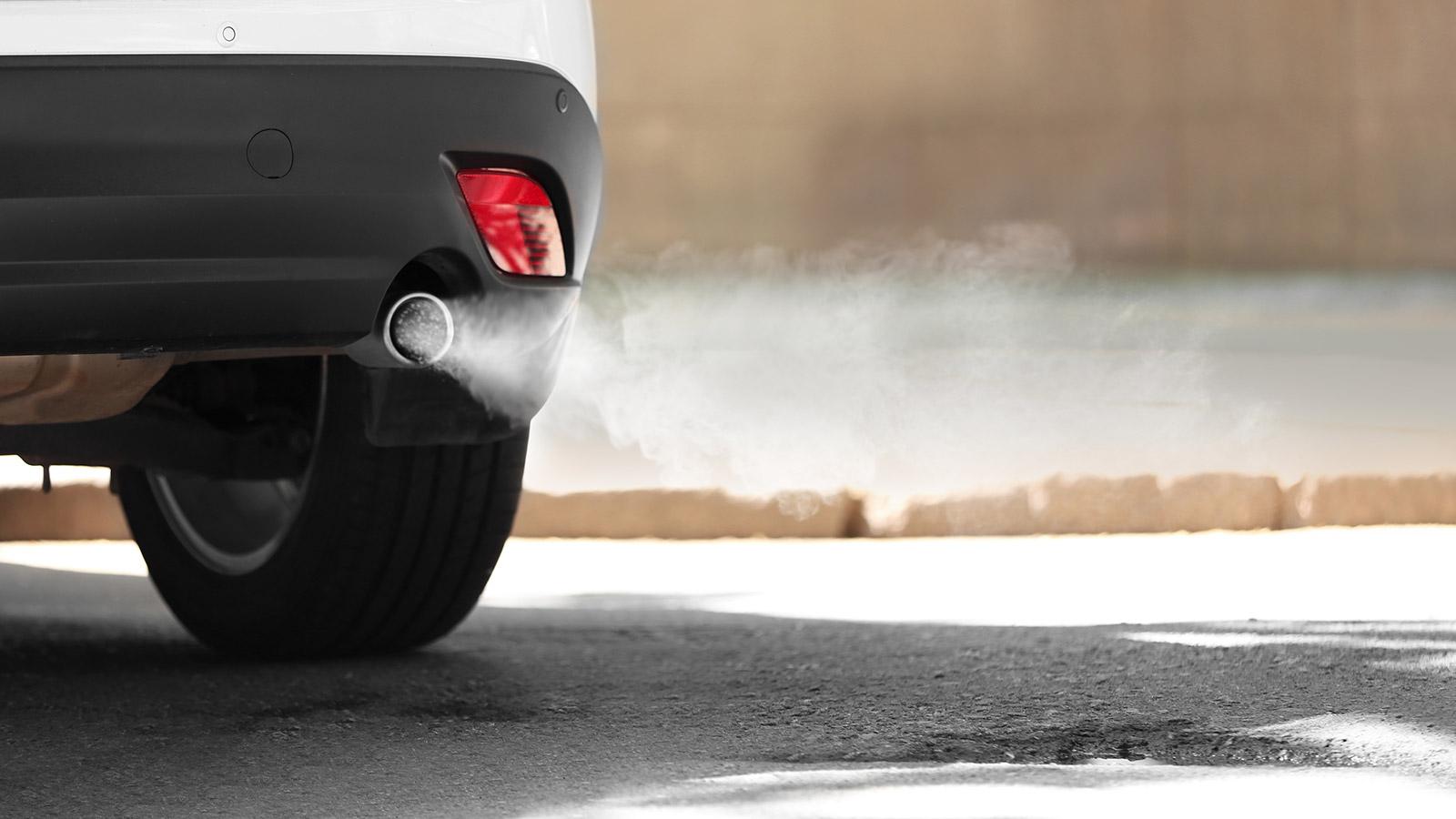 Los coches sin etiqueta DGT producen el 50% de las emisiones | OCU