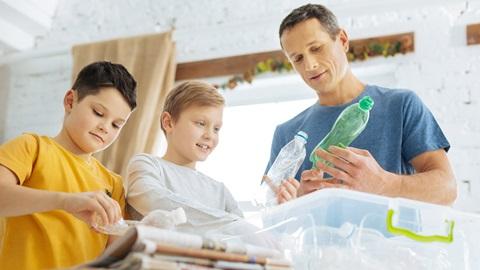 Reciclar restos, plásticos, papel y vidrio