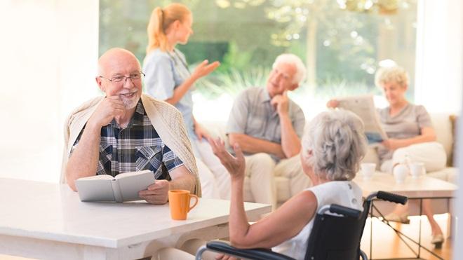 la vida en las residencias de mayores examinada por los familiares