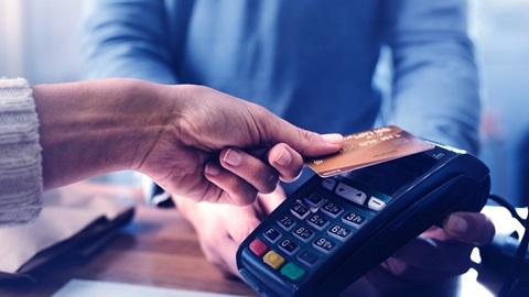 Frente al coronavirus, mejor utilizar una tarjeta de pago que dinero en efectivo