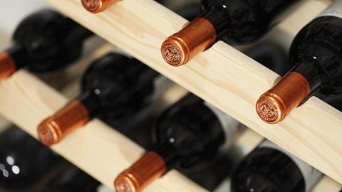 botellas-vino-en-una-vinoteca