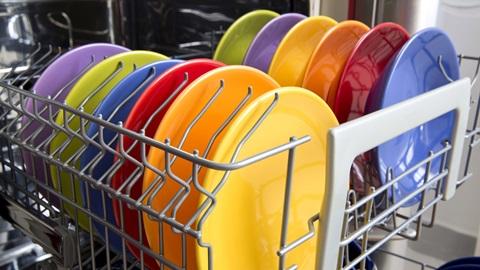 platos colores en lavavajillas