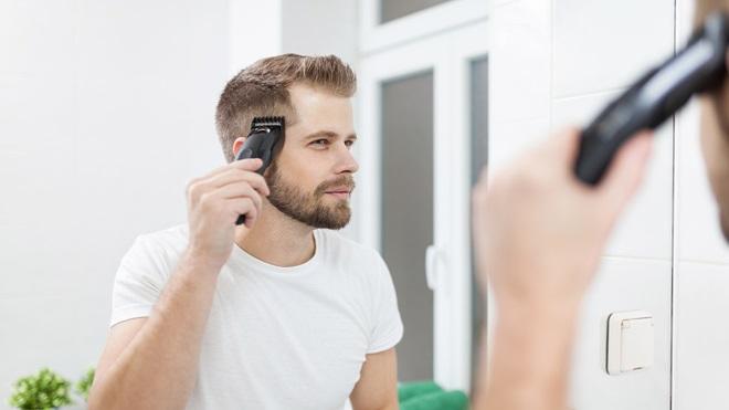 hombre-usando-un-cortapelo