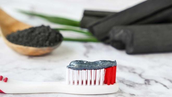 carbon-activado-blanquear-dientes