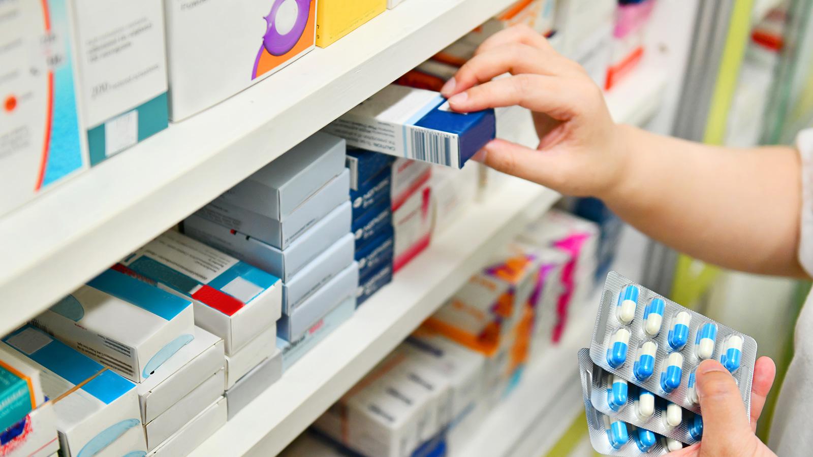 El riesgo de comprar medicamentos por internet, a prueba
