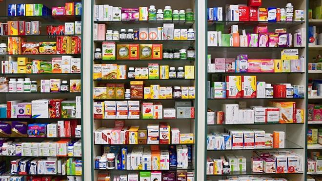 Medicamentos en una farmacia
