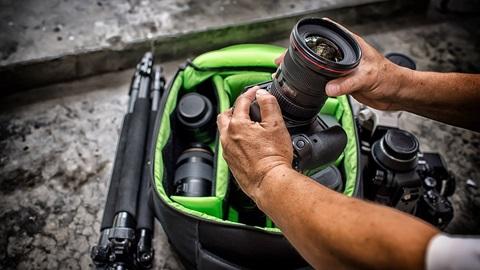 Cómo transportar tu cámara y sus accesorios