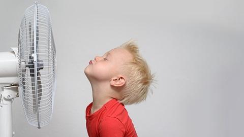 niño-con-ventilador