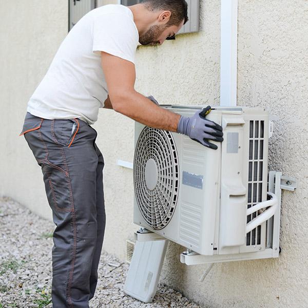 mantenimiento-aire-acondicionado-instalacion-tecnico