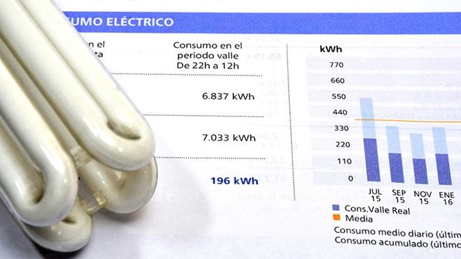 factura electrica y bombilla