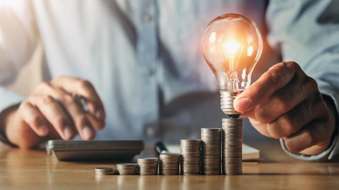 subida electricidad bombilla y monedas