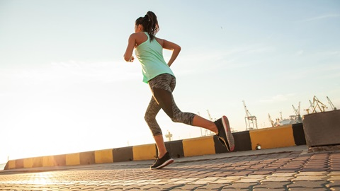 muchacha corriendo